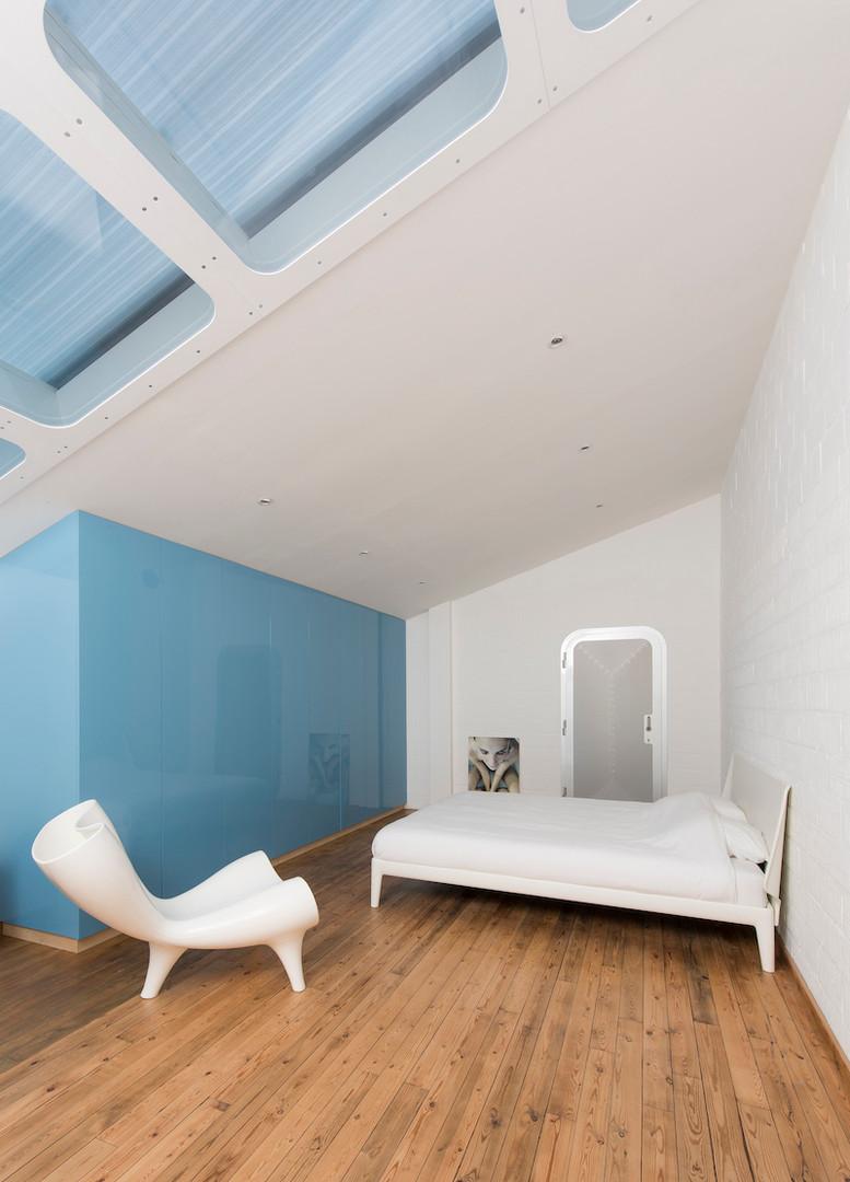 Blue Room (2014)
