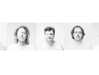 Isle Of Men speelt 'Voluntary Blindness' akoestisch