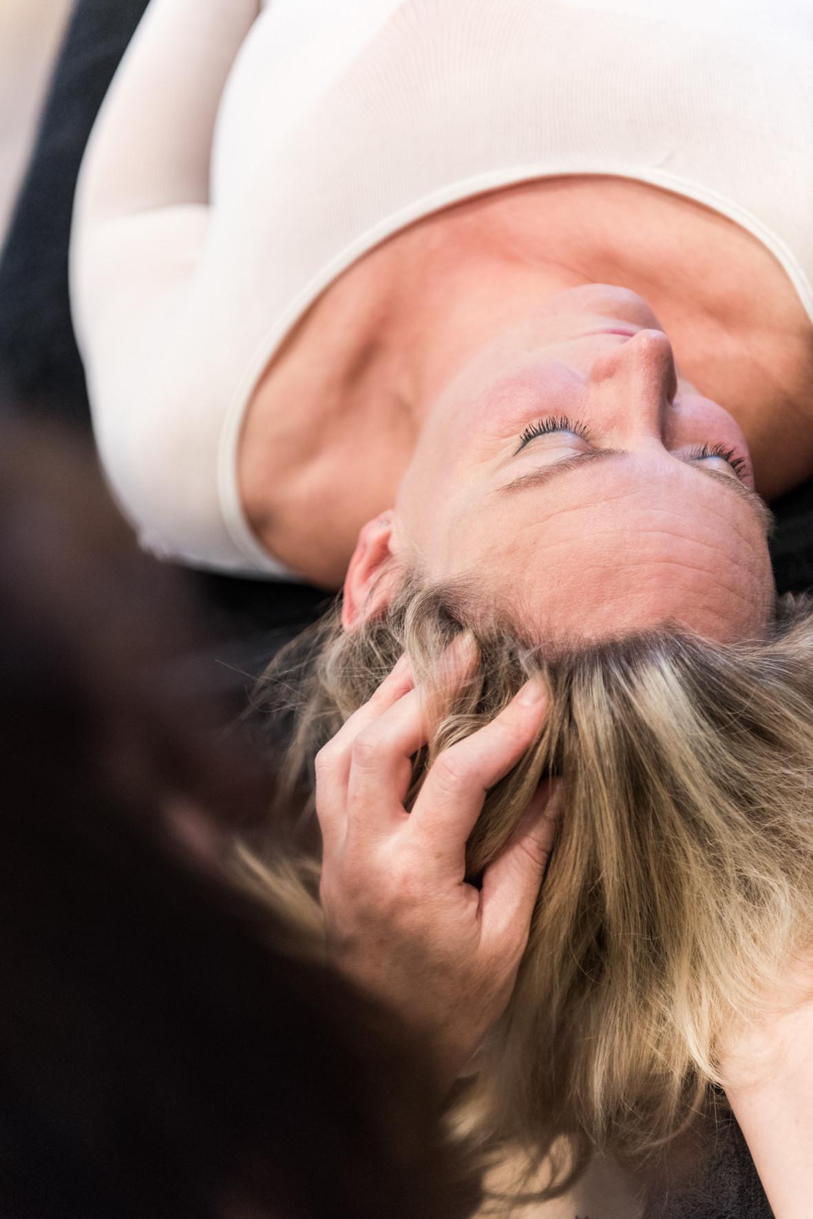 Gelaats-en hoofdhuidmassage