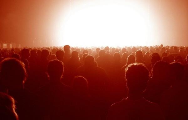 Multidão_aguardando_Jesus_Cristo_retornar_-_Igreja_Batista_Manancial_em_fortalez