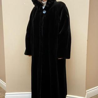 Faux Fur Coat Size 2xl - $350