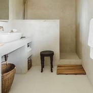Bathroom in beton ciré Marbella