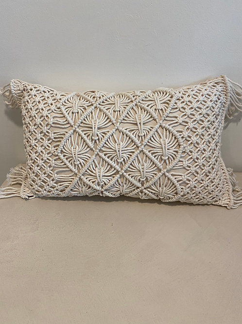 white macrame pillow (30x50cm)