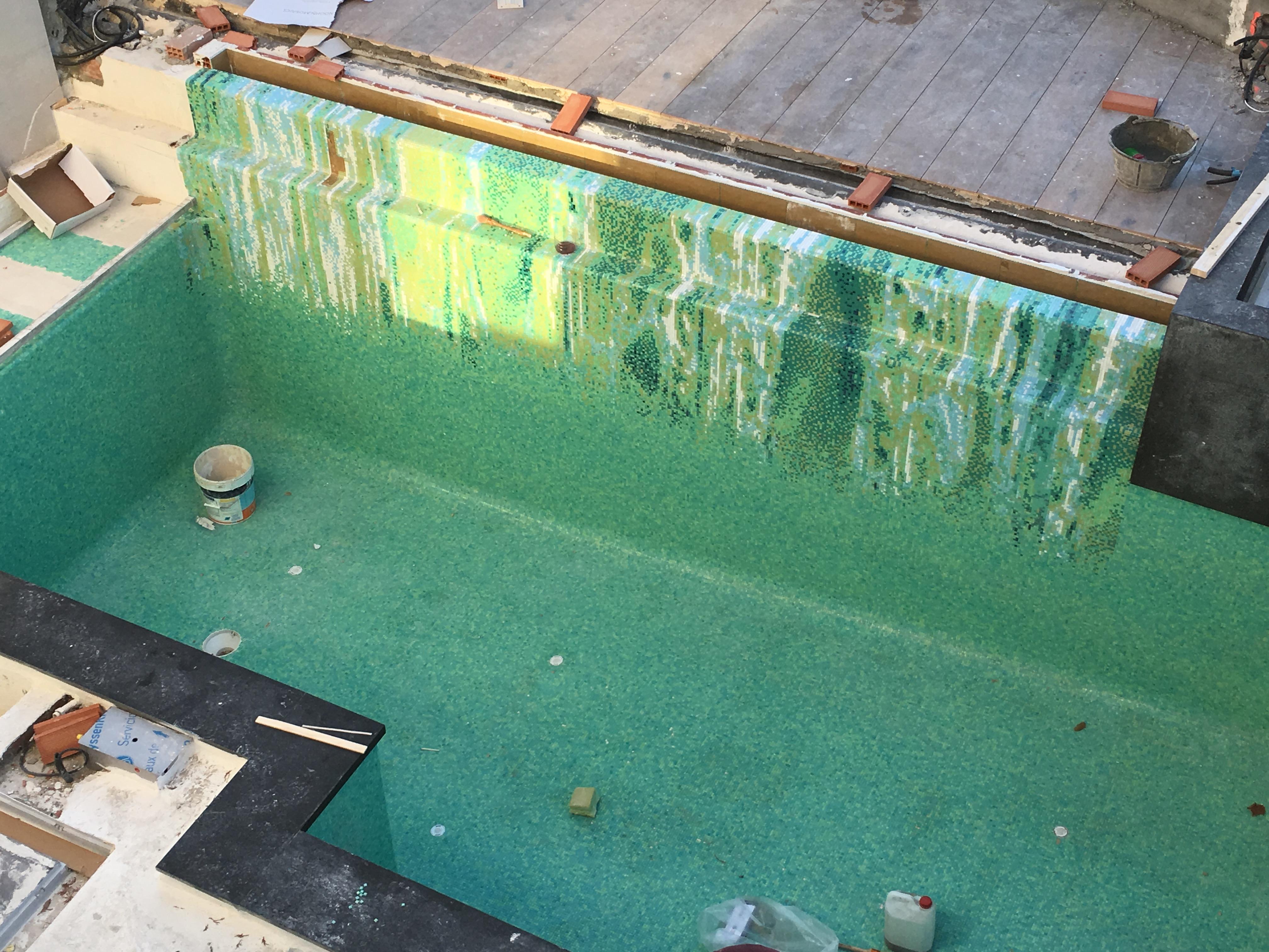 Mosaiek in zwembad met tekening