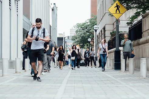 pedestrians-918471_1920.jpg