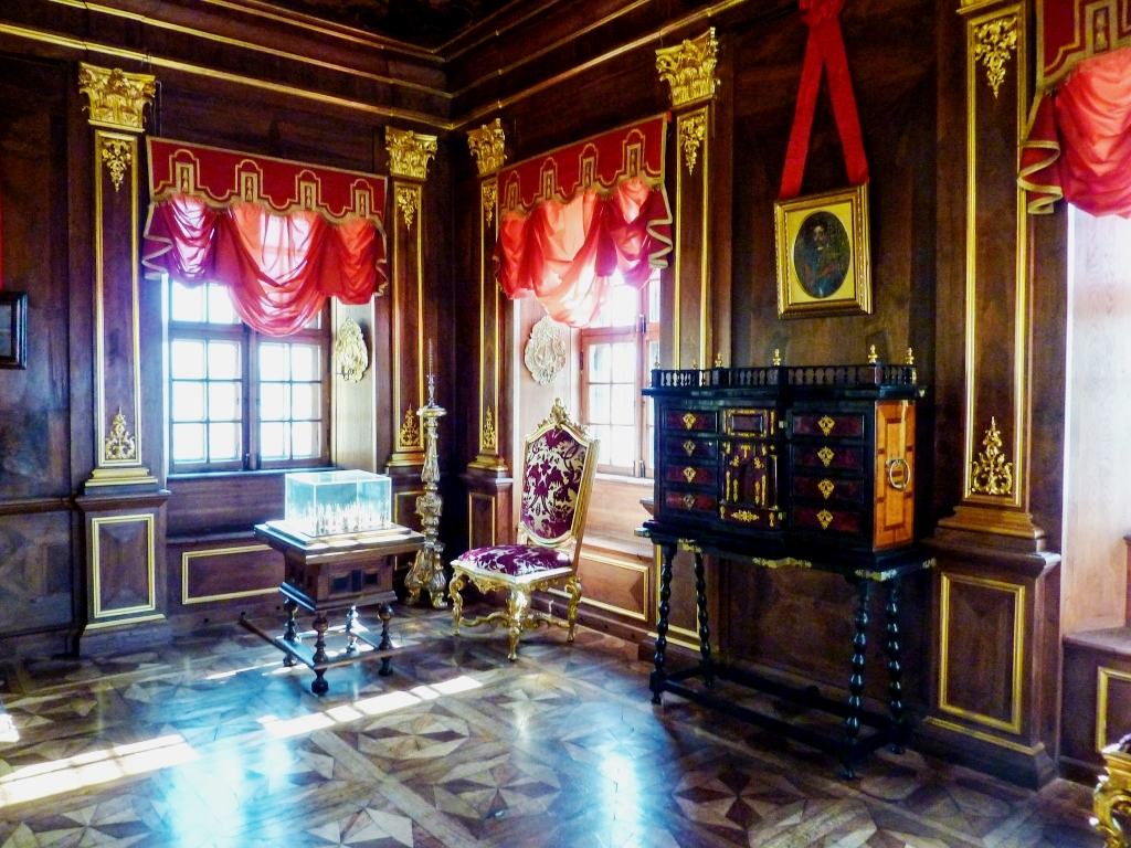 Тени минувшего в старом дворце