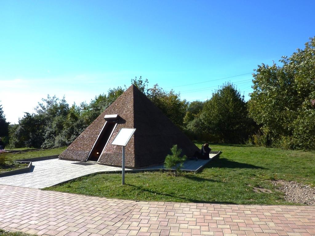 Янтарная пирамида -