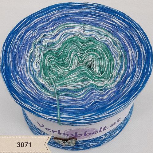 Farbverlaufsgarn mit erfrischenden blauen Fartönen-Bobbel mit weissem Beilauffaden