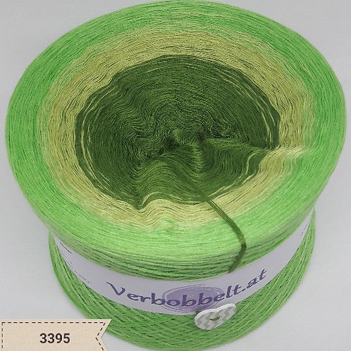 Farbverlaufsgarn mit drei saftig grünen Farbtönen - der Bobbel zum häkeln und stricken