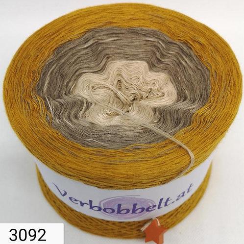 Bobbel in den Farben ocker-gelb-beige-kurkuma-Farbverlaufsgarn mit 3 Farben im Verlauf