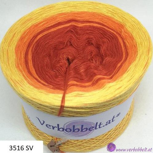 Herbstbobbel mit rostbraunen, roten und gelben Farbtönen im Farbverlauf aus Österreich