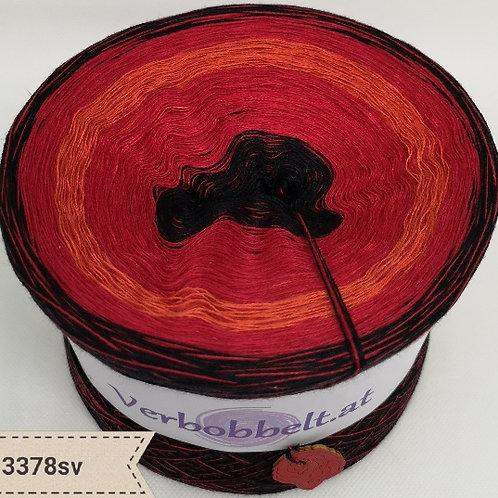 Bobbel mit rot schwarzen Farbtönen, Farbverlaufsgarn mit sanftem Farbverlauf