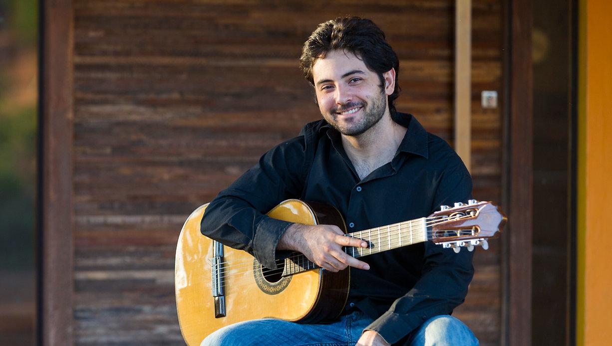 Ian Faquini, composer & guitarist