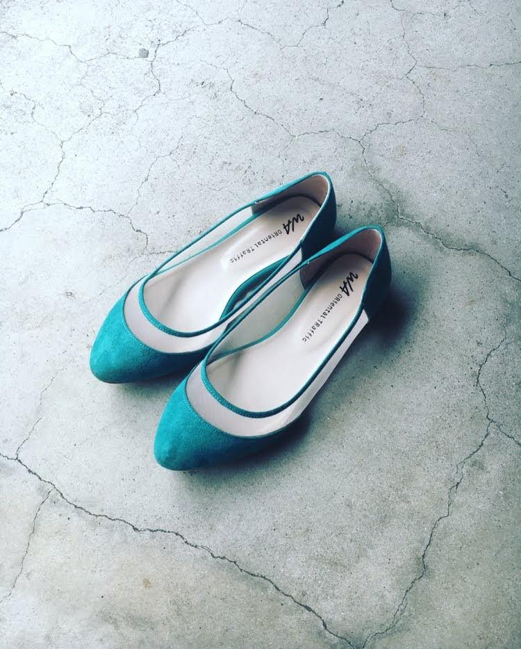 フラットシューズグリーンの靴