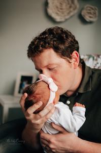 best lifestyle newborn photographer near me