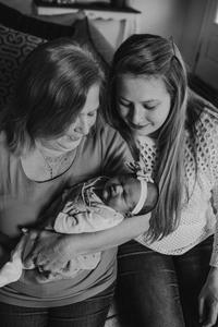 lifestyle newborn photographers in jacksonville