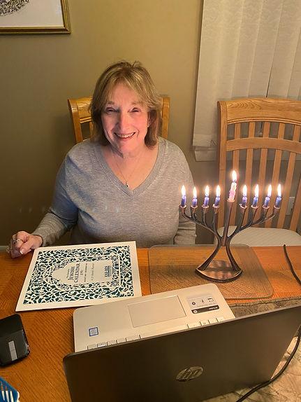 Lynn Kaplan, Sisterhood president_chanuk