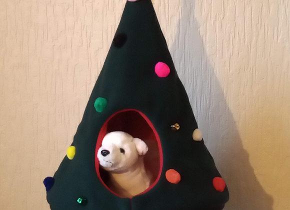 Hanging Festive Ferret TeePee!