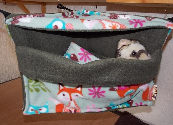 Corner Cosy Cube + Blanket, Woodland Friends / Sage.