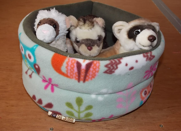 Padded Snuggly Bed, Woodland Friends / Sage.