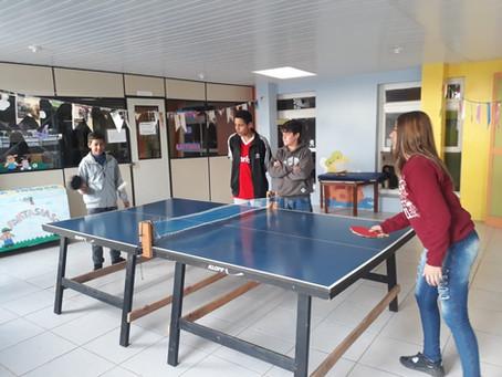 Tênis de mesa é promovido em projeto de educação integral no Calábria de Porto Alegre