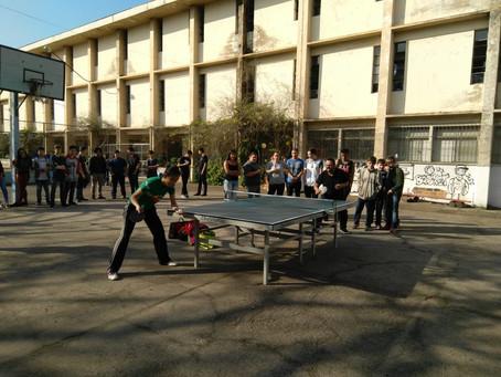 Daniela Yano promove oficina de tênis de mesa em escola estadual de São Leopoldo