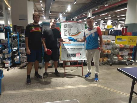 Primeiro torneio de tênis de mesa da Decathlon conta com 44 participantes