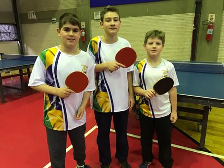Giovane, Giuliano e Leonardo representaram a AABB de Porto Alegre no Campeonato Estadual de Tênis de