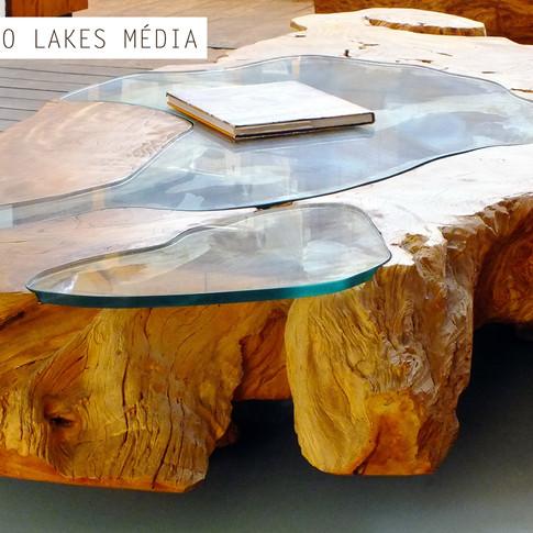 Mesa de centro madeira maciça com vidro