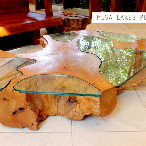 Mesa orgânica com vidro River