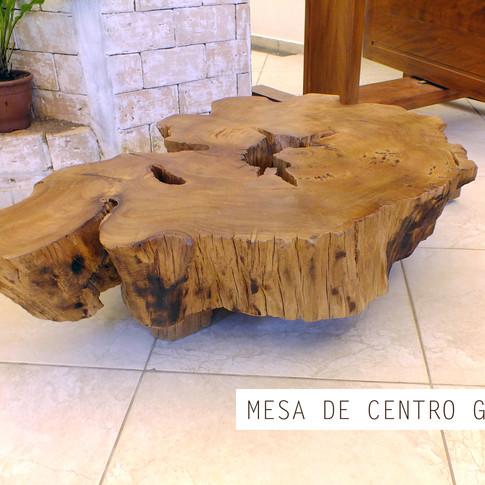 Mesa de madeira maciça Guatós