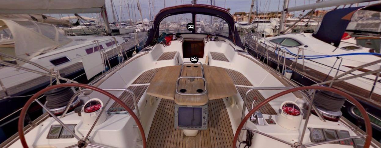 Yacht en la Marina de Dénia