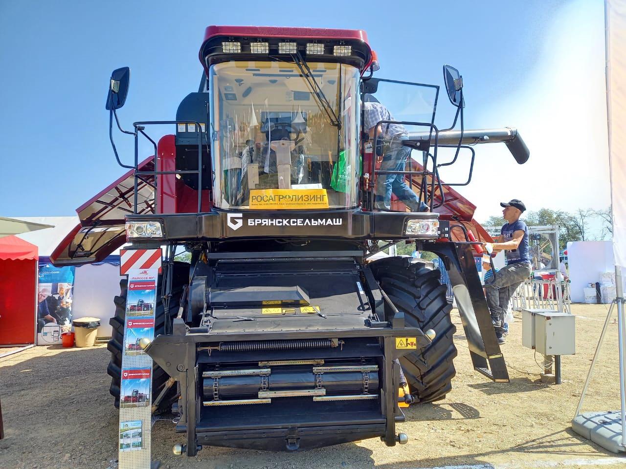 зерноуборочный комбайн GS12A1