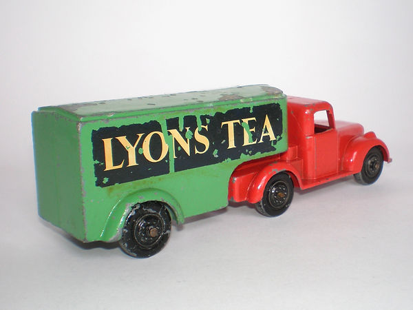 Benbros Qualitoy Articulated Removal Van 'Lyons Tea'