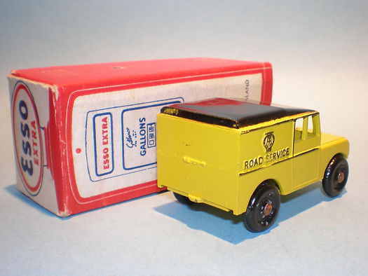 Morestone Esso Petrol Pump Series No.3 AA Land Rover