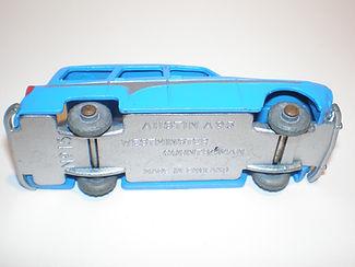 Budgie Miniatures No.15 Austin Countryman - type 1 base