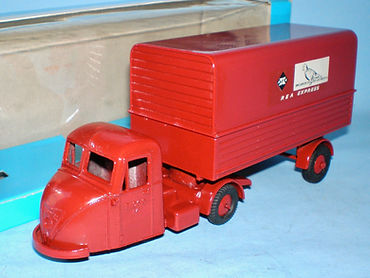 Budgie No.702 Scammell Scarab Van 'REA Express'