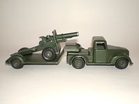 Benbros Qualitoys A110 Army Low Loader & Field Gun