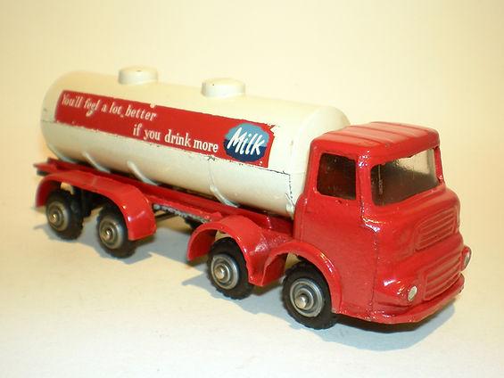 Budgie No.292 Bulk Milk Tanker - red variation