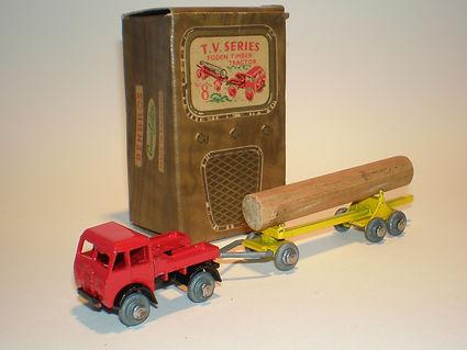 Benbros TV Series No.8 Foden Timber Tractor