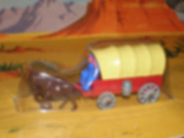 Budgie Miniatures Wagon Train Covered Wagon - yellow canopy