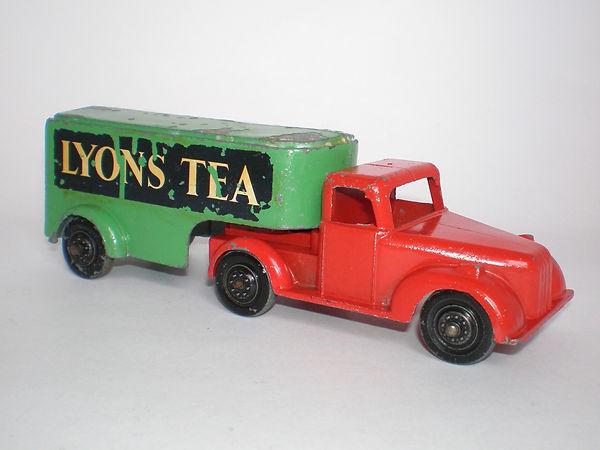 Benbros Qalitoys Articulated Removal Van 'Lyons Tea'