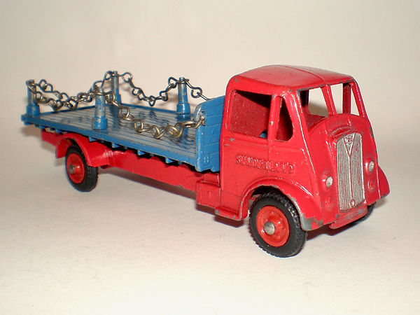 Benbros Qualitoys Flat Truck with Chains - red & blue variation
