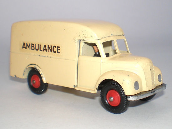 Britains Lilliput Vehicle Series LV/617 Civilian Ambulance