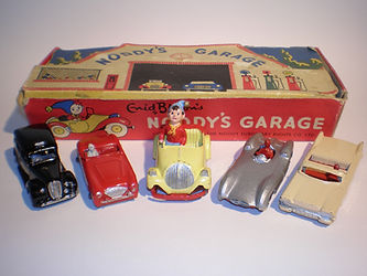 Morestone Noddy's Garage vintage toy Set