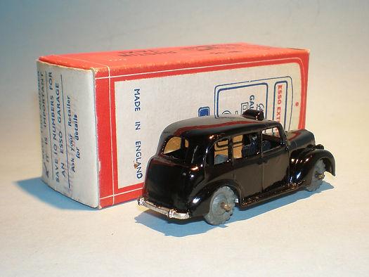 Morestone Esso Petrol Pump Series No.13 Austin Taxi