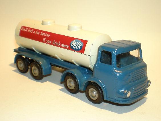 Budgie No.292 Bulk Milk Tanker - blue variation