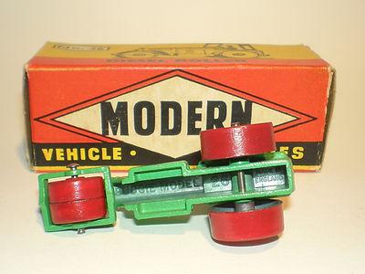 Budgie Miniatures No.26 Diesel Road Roller - underside