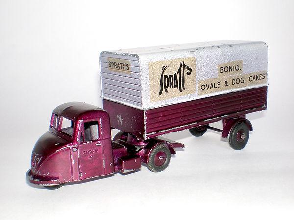Budgie No.702 Scammell Scarab Van Spratt's Bonio