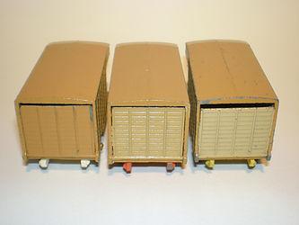 Budgie Miniatures No.25 Cattle Truck - rear door colours